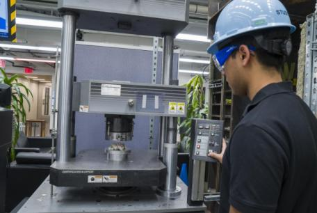 Instron 600DX 135k Universal Testing Machine